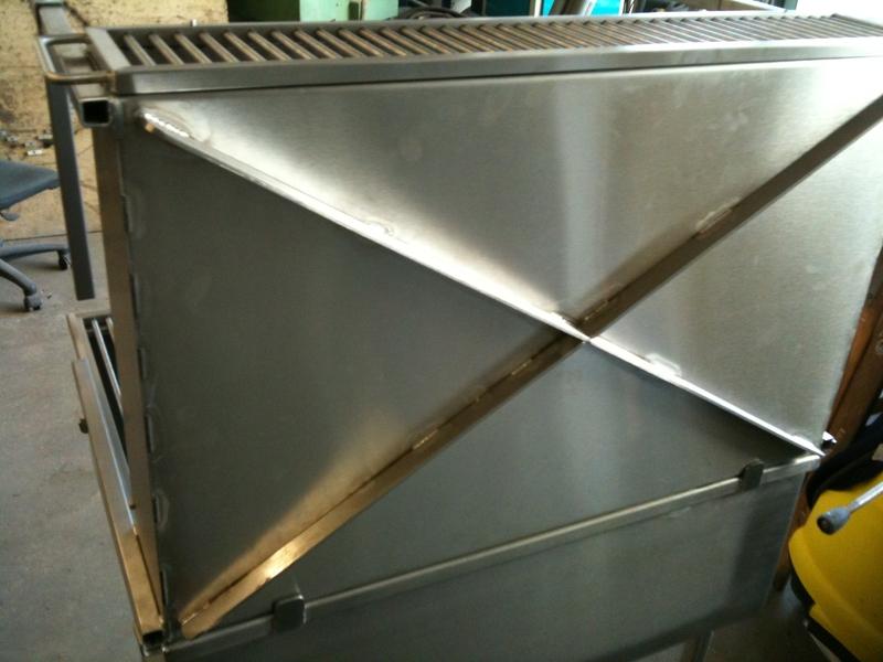 spanferkelgrill komplett aus edelstahl grill preis auf anfrage metall kreativ ug shop. Black Bedroom Furniture Sets. Home Design Ideas