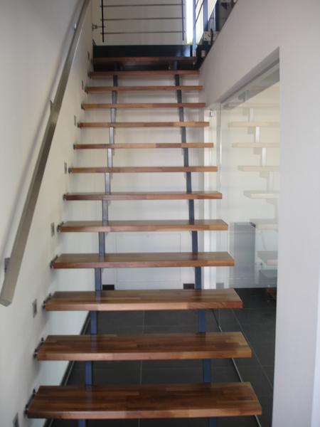 zweiholmtreppe mit holzstufen preis auf anfrage metall kreativ ug shop. Black Bedroom Furniture Sets. Home Design Ideas