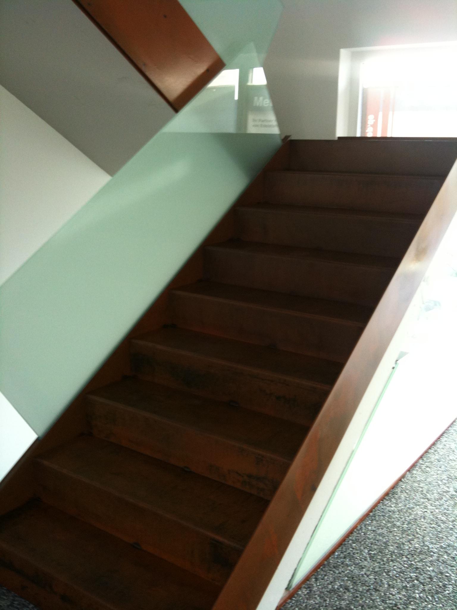cor ten stahl faltwerktreppe preis auf anfrage metall kreativ ug shop. Black Bedroom Furniture Sets. Home Design Ideas